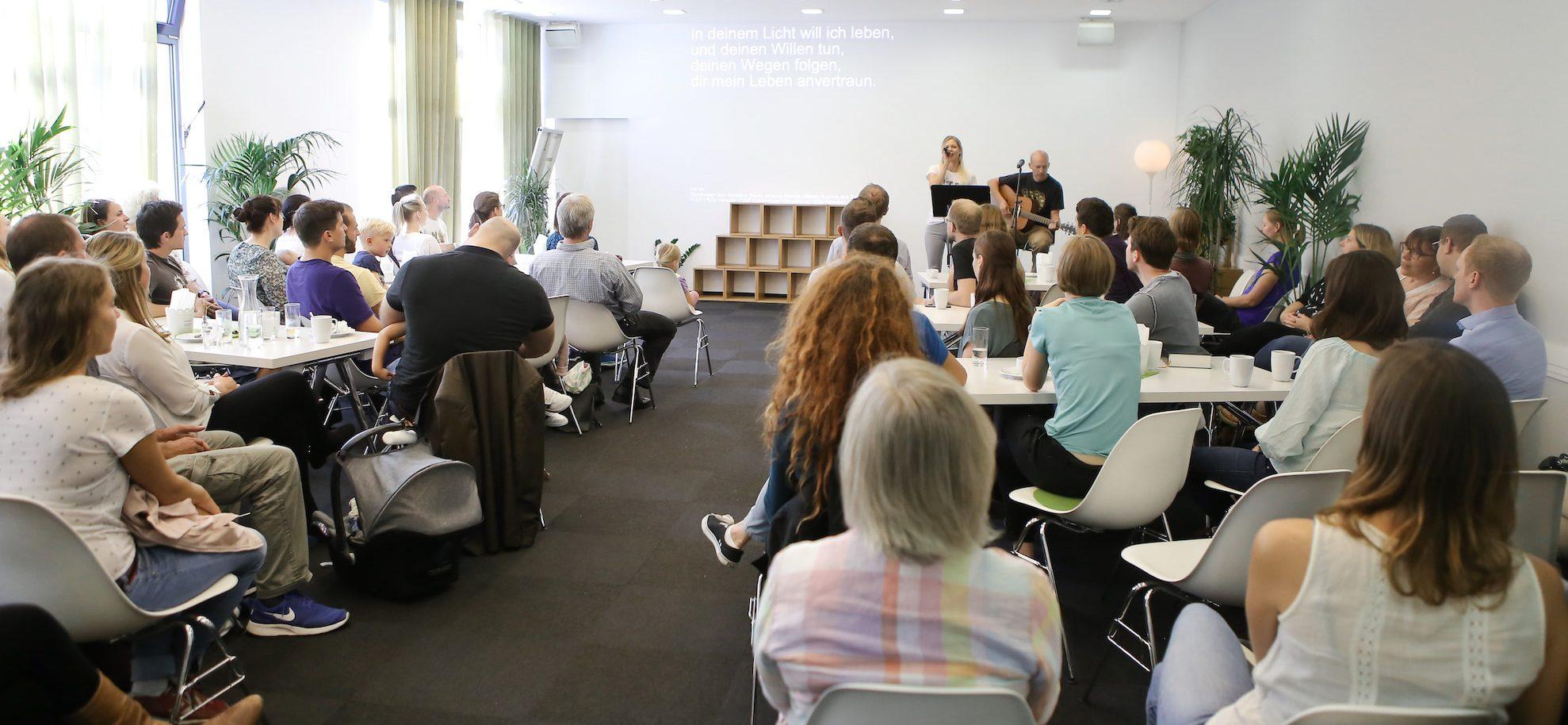 Lobpreis im evangelischen Gottesdienst in der Citychurch München